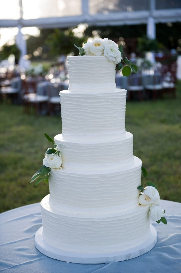 simple texture wedding cake